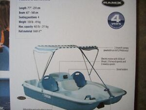 Pedal boat Pelican Rainbow E 4 seating position & electric motor