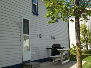 FULLY FURNISHED HOME AIRDRIE SHORT OR LONGTERM ESCAPE THE HOTEL!