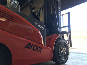 Forklift - Electric (6,600 lbs & 18 ft) - New