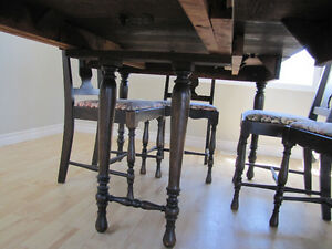 Large Dining Table with 2 Leaves & 6 Chairs