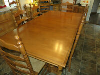 ROXTON SOLID MAPLE DINING TABLE WITH 8 CHAIRS