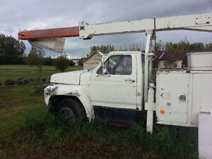 Ford F-800 Bucket/Forestry Truck