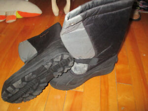 Columbia size 4 winter boots