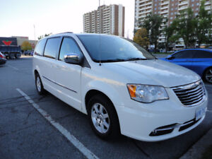 Chrysler Town&Country 2015 or 2016 WANTED