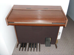 Electronic Rolled Top Organ Peterborough Peterborough Area image 2