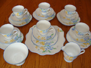 REDUCED - VINTAGE 21-PIECE ENGLISH BONE CHINA LUNCHEON SET