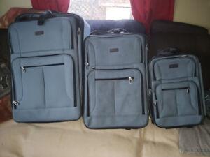 3 piece Eddie Bauer suitcase set