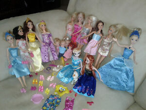 Lot de poupées Disney et Barbie