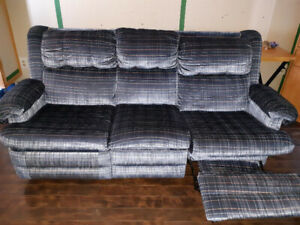beau set de salon 2divans propre confo130$ posibilite de livrais