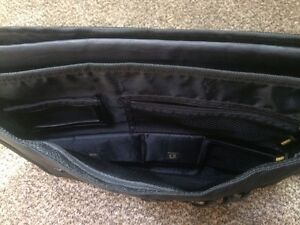 Targus Laptop Bag *EUC* - $12obo London Ontario image 3