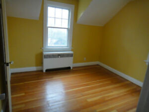 Mohawk Student House Room for Rent 5 mins from College!