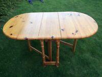Dinning pine table