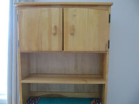 Bookcase / hutch