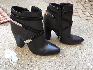 Calvin Klein 7.5 Adriana leather booties - New