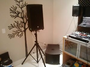 """Yorkville NX25p Pair with Stands - Powered 12"""" / 1"""" Speakers"""