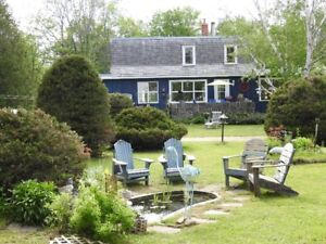 Vacation Home Across the Road From Georgian Bay-Penetanguishene