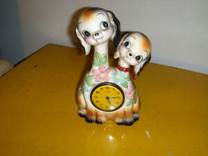 VINTAGE CHALKWARE CLOCK-TWO SMILING DOGS-NEEDS REPAIR-1940/50S