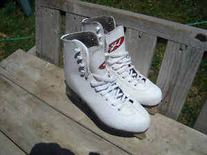 Excellent Condition: Girl's Size J4 Ice Skates