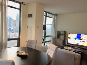 1+ Den Condo-intersection of Bremner and Spadina-Best amenities