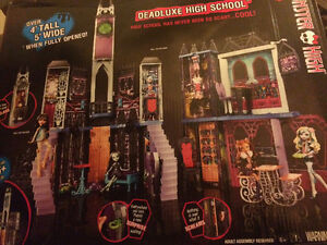 Monster High Deadluxe High School - BRAND NEW/IN SHIPPING BOX