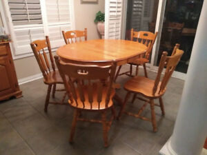 Kitchen Dinning set solid wood ,Like new
