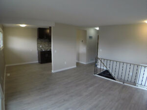 INNISFAIL ~ 3 Large Bedrooms~ PET FRIENDLY~
