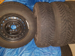 4 Winter Tires P215/70R15 complete with rims - 5 bolt