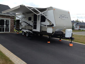 Very well maintained trailer / Roulotte en très bonne condition