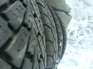 4 pneu hiver Goodyear sur mags 225/65R17 servis 2 hivers