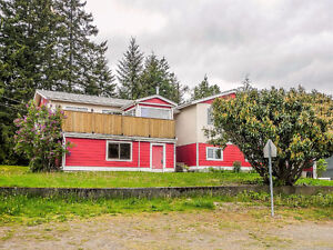 3000+ sqft 6-BD 3-BTH Suiteable Home on Large Private Double Lot