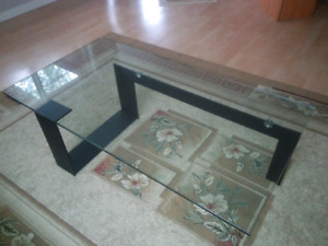 Modern glass coffee table.  Like new!