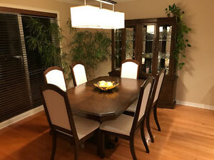 Oak Dining Room Set with Buffet – Great Condition!