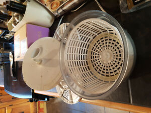 WANTED: Westinghouse Salad Spinner-Slicer (as shown in pic)