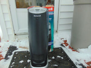 NEARLY NEW Honeywell Humidifier with bacteria remover