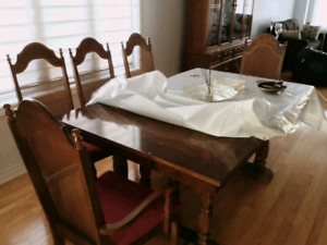 Traditional solid wood dining table set for sale.