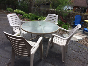 4 Patio Chairs and 4' Round Table