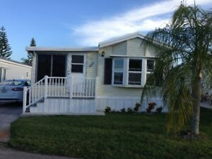 Mobile home in Florida resort setting