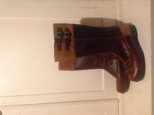 NEW - Women's UGG leather boots (size 8)