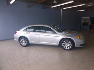 2011 CHRYSLER 200 TOURING LOW KMS