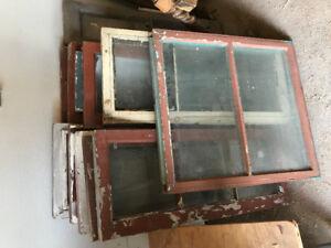 Fenêtre en bois antique pour artisan