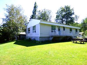 Grande maison-bord du Lac St-Jean- Louise Boulanger–ROYAL LEPAGE