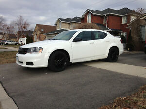 2014 Dodge Avenger White Sedan
