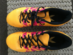 Youth girls soccer shoes