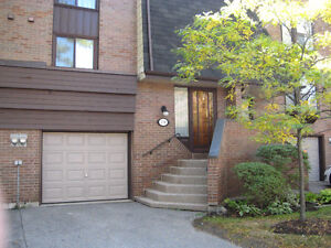 Spacious Quiet Executive Townhome Bayview Sheppard