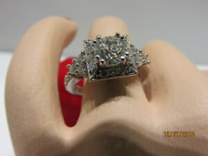 19K White Gold Ladies Halo Diamond Engagement Ring