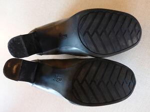 Bass size 8 grey shoes Kitchener / Waterloo Kitchener Area image 1