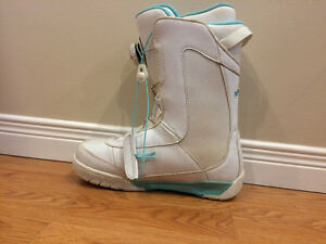 Ride White and teal Snowboard boots