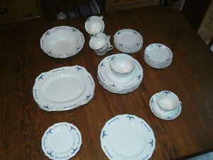 ALFRED MEAKIN SET OF DISHES
