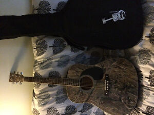 Selling duck blind guitar with case, capo and tuner Kawartha Lakes Peterborough Area image 2