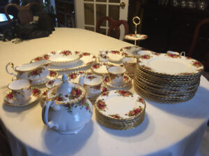 Royal Albert Old Country Roses dinner set 18 plates